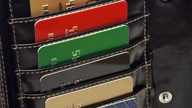 Kreditní karty v kapse - ilustrační foto